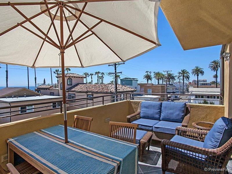 OCEANSIDE BEACH located by pier and marina! Ocean Views! Walk to Village!, vacation rental in Oceanside