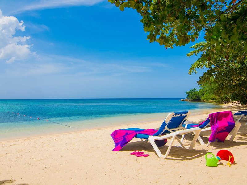Beach front Townhouse Little Bay Country Club Negril, holiday rental in Westmoreland Parish