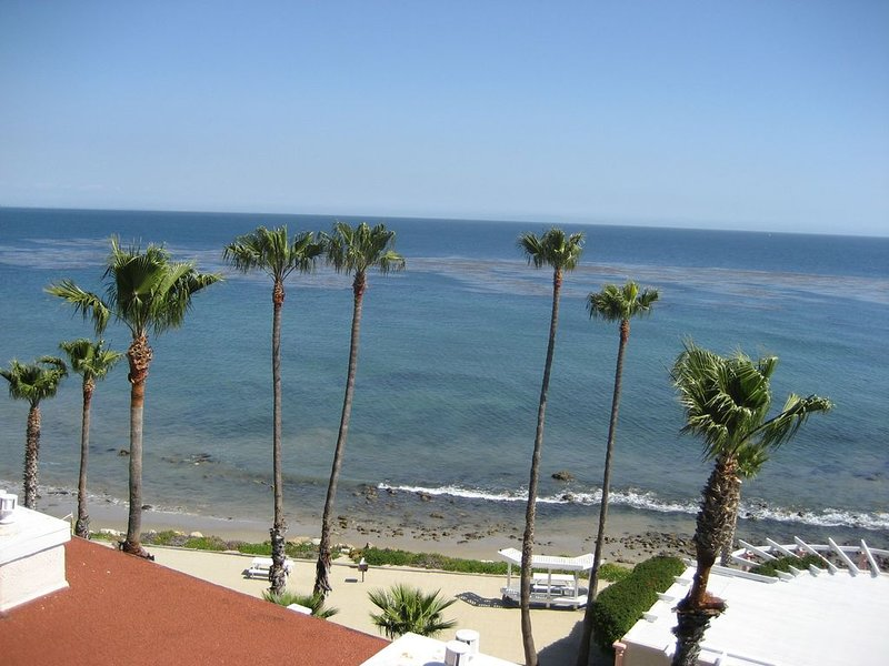 Enchanting Malibu Beachfront Resort Condominium, holiday rental in Malibu