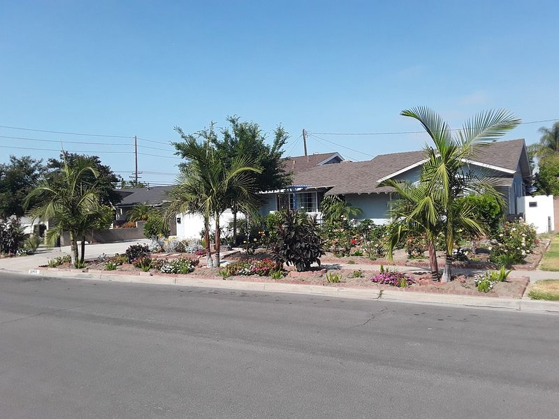 Beautiful new 2-bedroom home in an idyllic neighborhood, casa vacanza a Buena Park