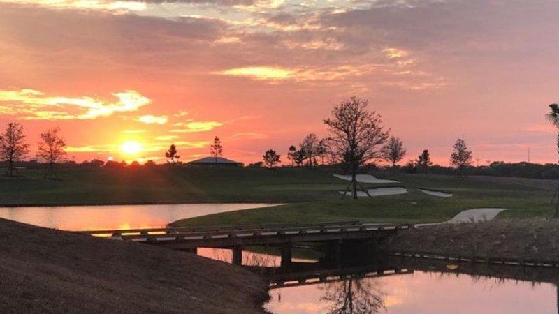 Lakewood National Resort-Vacation Condo Unlimited Golf!, alquiler de vacaciones en Myakka City