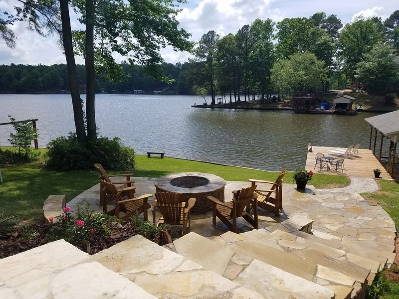 Awesome Views!  Two Full Kitchens And Relaxing Fire Pit Area!, vacation rental in Macon