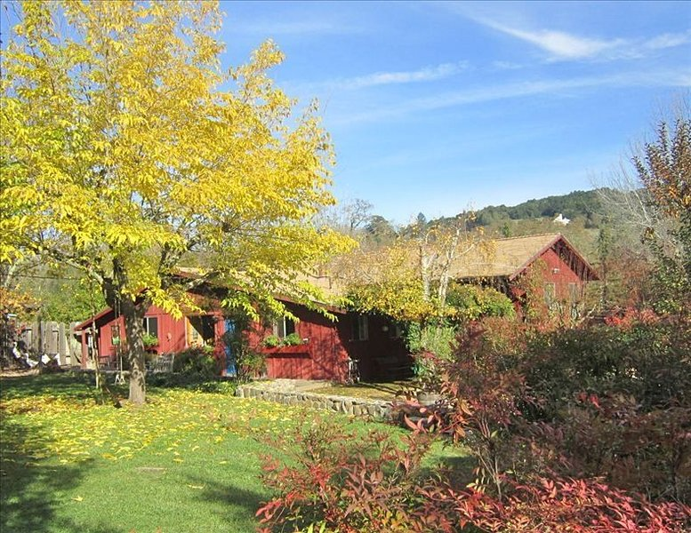 Sol Y Luna. Charming Country Getaway. Pool, Hot Tub, Fireplace, location de vacances à Glen Ellen