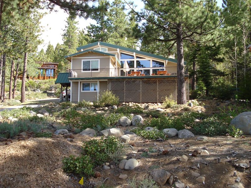 Dollar Point - Across Street from Lake - Great Family Retreat, alquiler vacacional en Tahoe City
