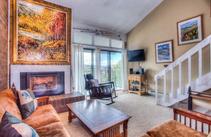 Top Floor Views, Renovated. 3BDR/2BA - Walk to slopes, location de vacances à Steamboat Springs