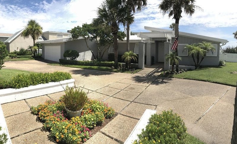 'The Swift Cottage' Old Ponte Vedra, Blvd. with Private pool!!, holiday rental in Ponte Vedra Beach