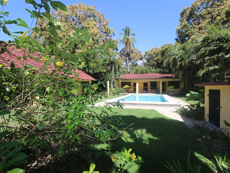 Oceanfront Home with Guest House and Two Pools!!, holiday rental in Esterillos Oeste