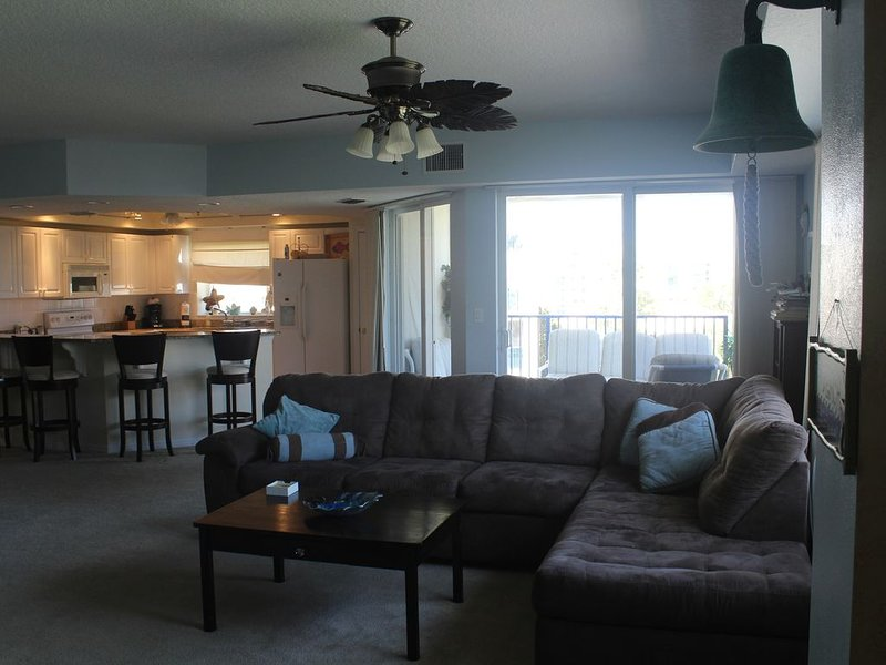 Enjoy This Awesome End Unit, holiday rental in New Smyrna Beach