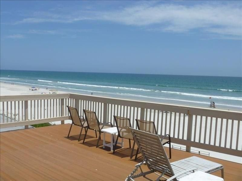 Breathtaking Views Await You at This 3 Bedroom Oceanfront Home, holiday rental in Port Orange
