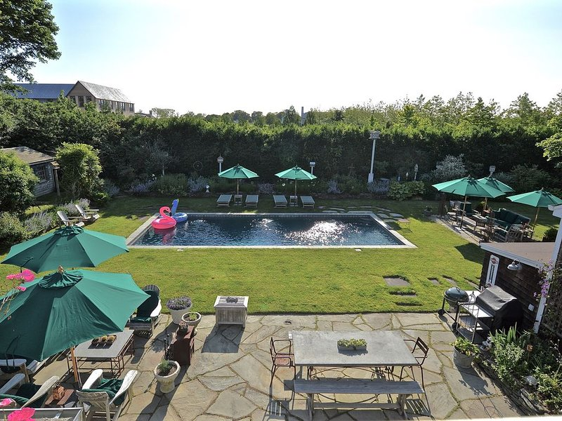 BRIDGEHAMPTON South 5 bedroom with pool and fabulous gardens Available Summer'21, alquiler de vacaciones en Bridgehampton