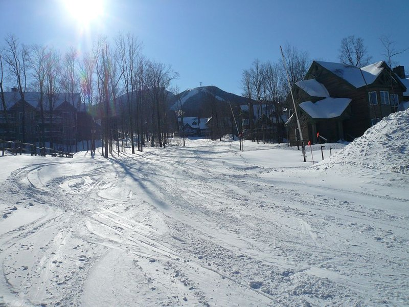 Jay Peak Village 2 bedroom ski-in, ski-out condominium, Ferienwohnung in Mansonville
