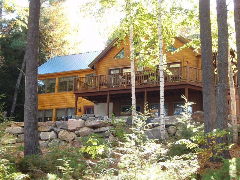 Lovely Private Log Home Perfect For Larger Families Situated On Thompson Lake, location de vacances à Auburn