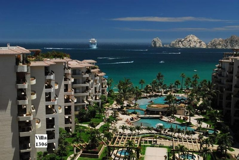 GORGEOUS RESORT ON MEDANO BEACH (swimmable), VIEW OF ARCH WITH GREAT REVIEWS!! – semesterbostad i Cabo San Lucas