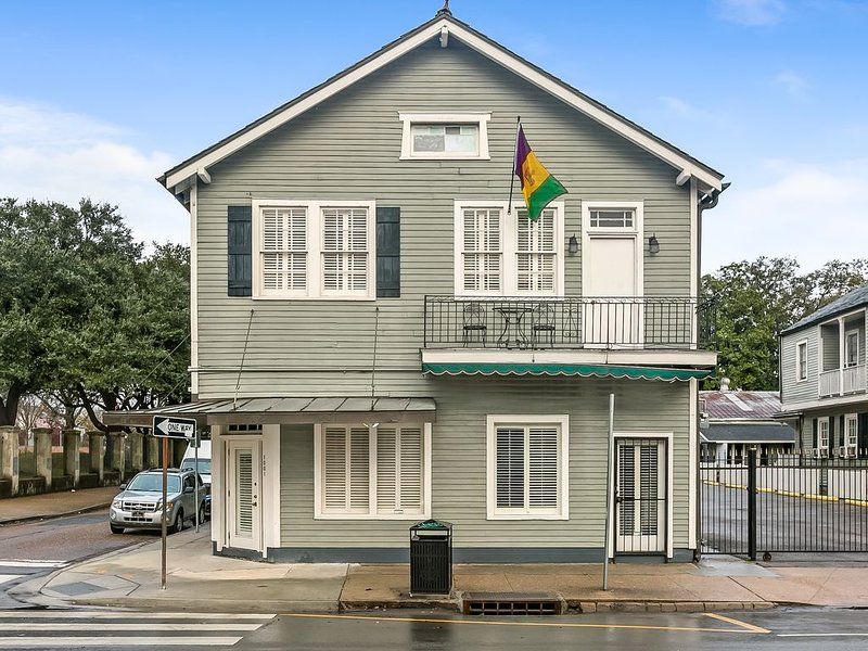 Party Pad, Sleeps 12: 3 BLOCKS TO BOURBON AND FRENCH QUARTER ATTRACTIONS, holiday rental in New Orleans