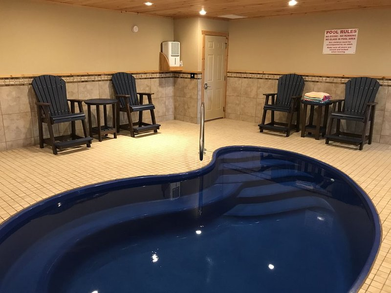 Luxury Wear's Valley Cabin, 2 Master BR's, Private Indoor pool, Hot tub +more!!, casa vacanza a Sevierville