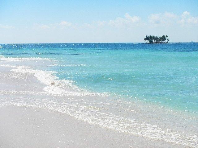 Depuis notre embarcadère, notre guide vous emmènera aux îles voisines pour faire de la plongée avec tuba, du scaphandre autonome ou simplement vous détendre toute la journée en profitant de la beauté du Belize!