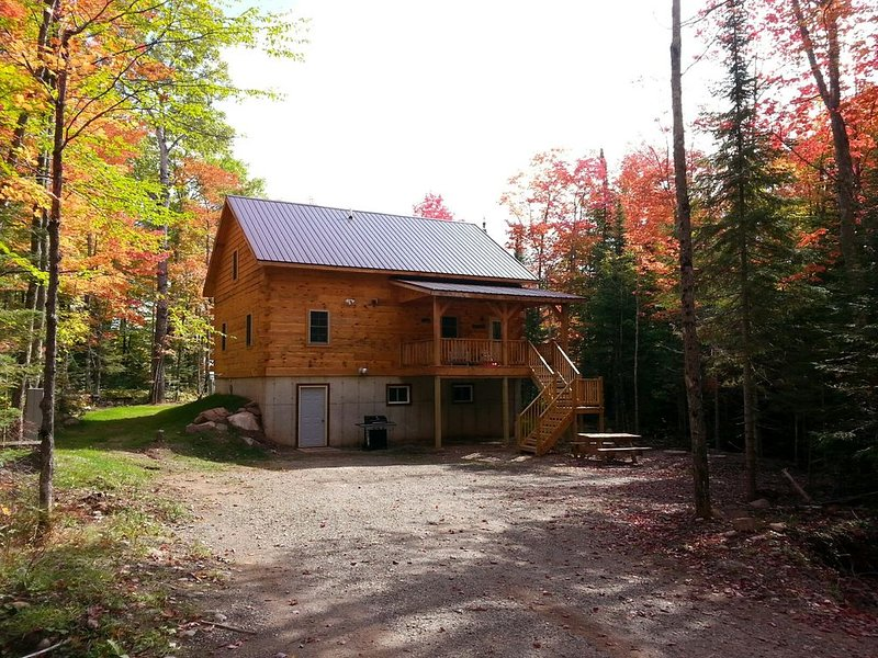 Authenic Amish built log cabin on 3,300 acre Gile Flowage. All Modern Amenities, holiday rental in Upson