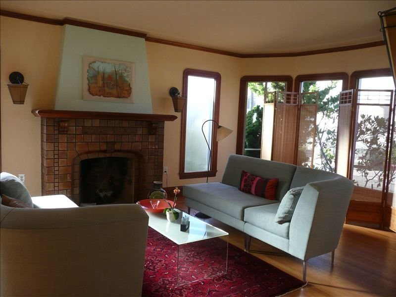 1927 Arts and Crafts Mediterranean-Style 2 Bdrm 2 BA House, vacation rental in Oakland
