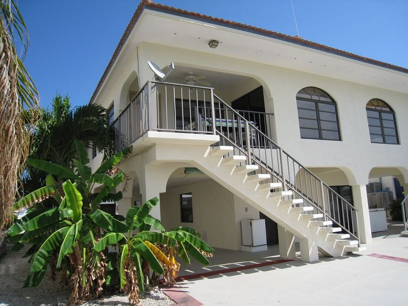 Starting at $990/Week & Walk to your Private Beach!, alquiler de vacaciones en Key Colony Beach