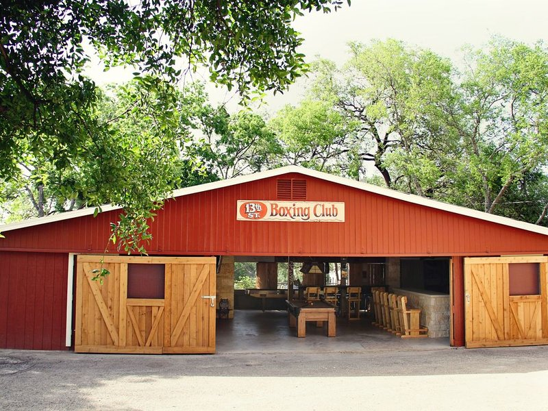 Next door to schlitterbahn!  In the middle of everything New Braunfels offers!, holiday rental in New Braunfels