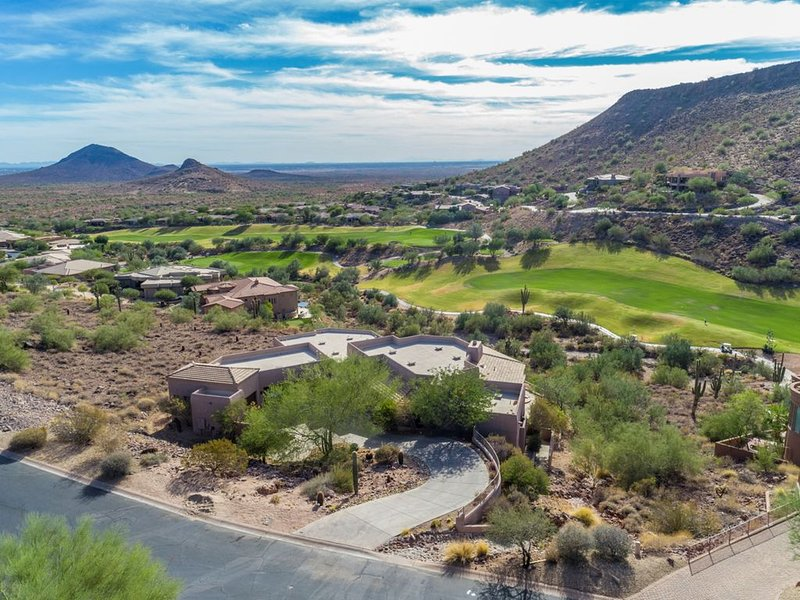 HANDS DOWN BEST DEAL IN THE VALLEY OF THE SUN - Fall Specials Booking Now, casa vacanza a Fountain Hills