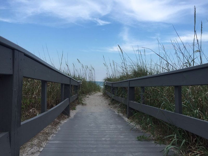 Direct Beach Access, ground floor corner unit, freshly updated in cozy setting., vacation rental in Cocoa Beach