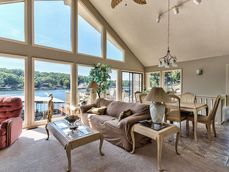On Lake Time at the Lake of the Ozarks, casa vacanza a Sunrise Beach