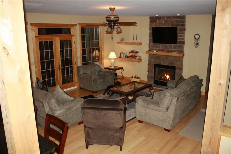 Winter Ski & Snowmobile;  6 bedrooms + Garage, holiday rental in South Newfane