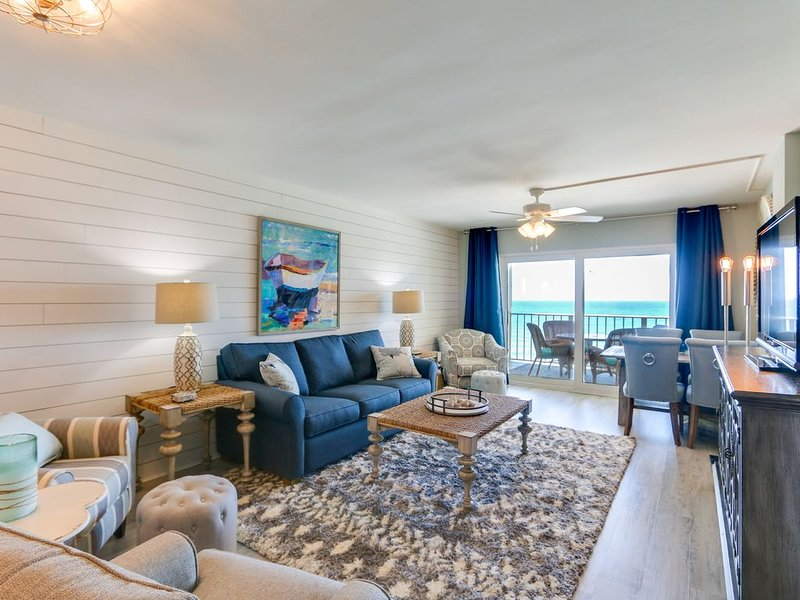 Oceanfront balcony with beach chair/umbrella service for 2 included! �, vacation rental in Panama City