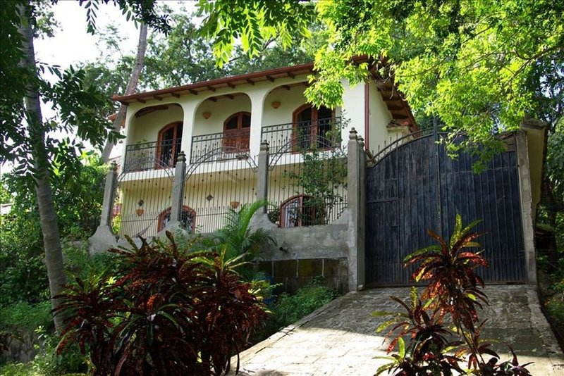 Laguna De Apoyo Stunning 2 Story Villa 'La Orquidea', casa vacanza a Jinotepe