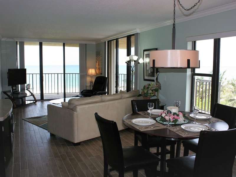 Beachfront Condo with South East Wrap Around Balcony-  Avail.  May 2021, location de vacances à Fort Pierce