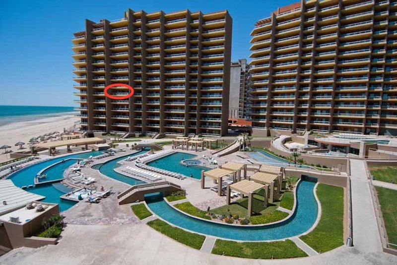 True Oceanfront Phase II Largest Balcony Closest to the Beach  at Las Palomas, casa vacanza a Puerto Penasco