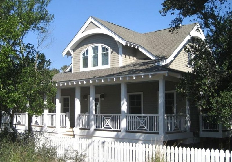Exceptional Luxury Home, Ideal for 2 Families, Easy Beach Access, vacation rental in Southport