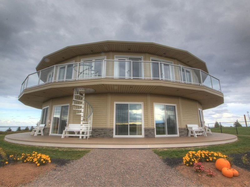 2 Bdrm Ocean/Beach Front Rotating Condo!, holiday rental in Brackley Beach