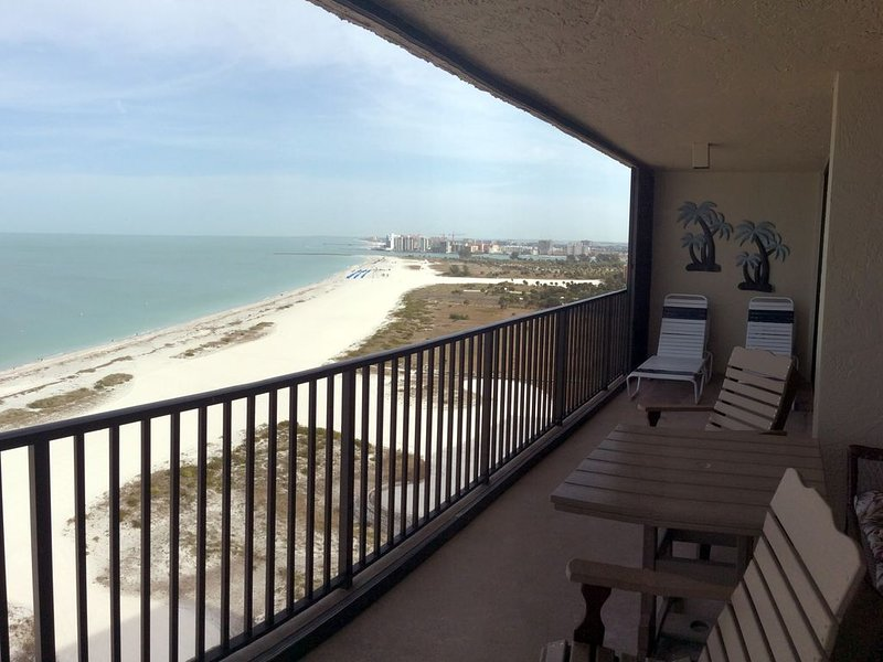 Beachfront Corner Penthouse, Water Views Every Window., vacation rental in Clearwater