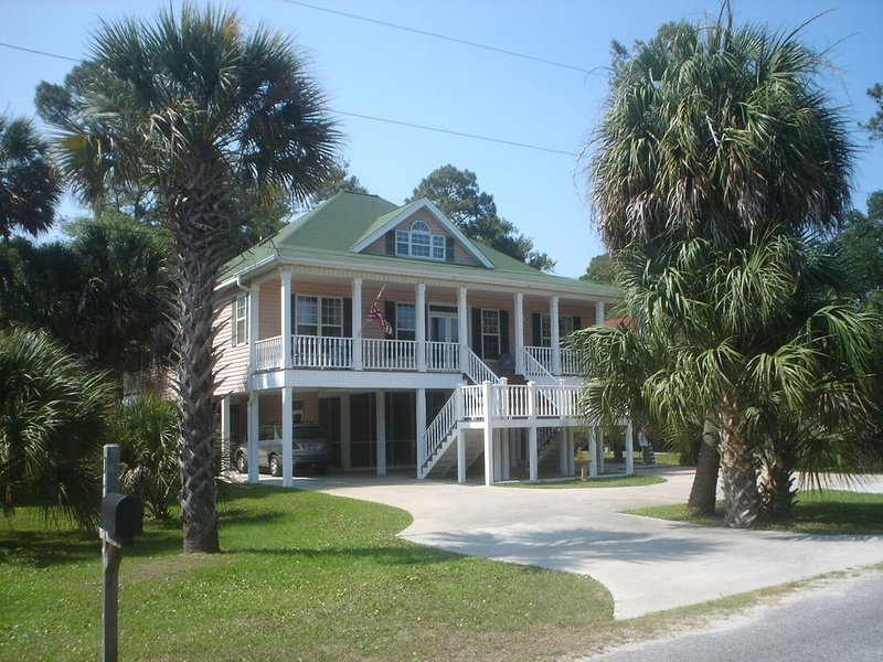 Sea Cloud:  family friendly, well located, classic South Carolina  beach house, vacation rental in Edisto Island