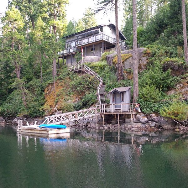 The Enchanted Woods Waterfront Cottage at Secret Cove, casa vacanza a Halfmoon Bay