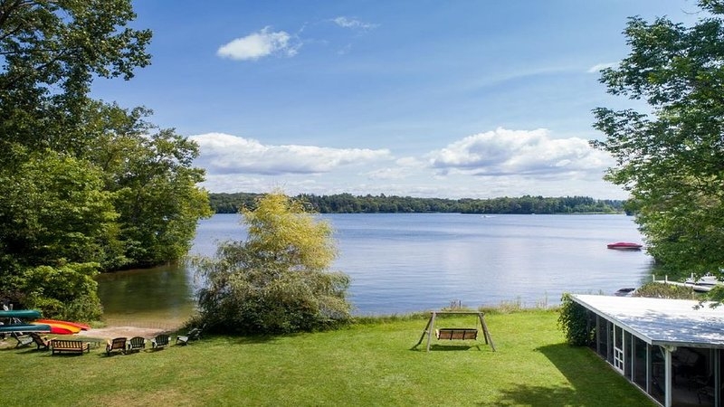 Tranquil Lake House Getaway on Onota Lake, holiday rental in Pittsfield