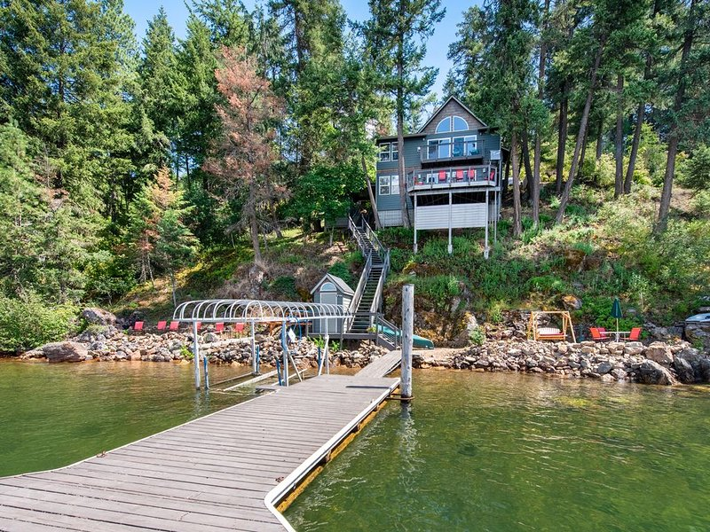 Welcome to Lake Coeur d'Alene - Private - Local - Secluded - Lake front home -, alquiler vacacional en Coeur d'Alene