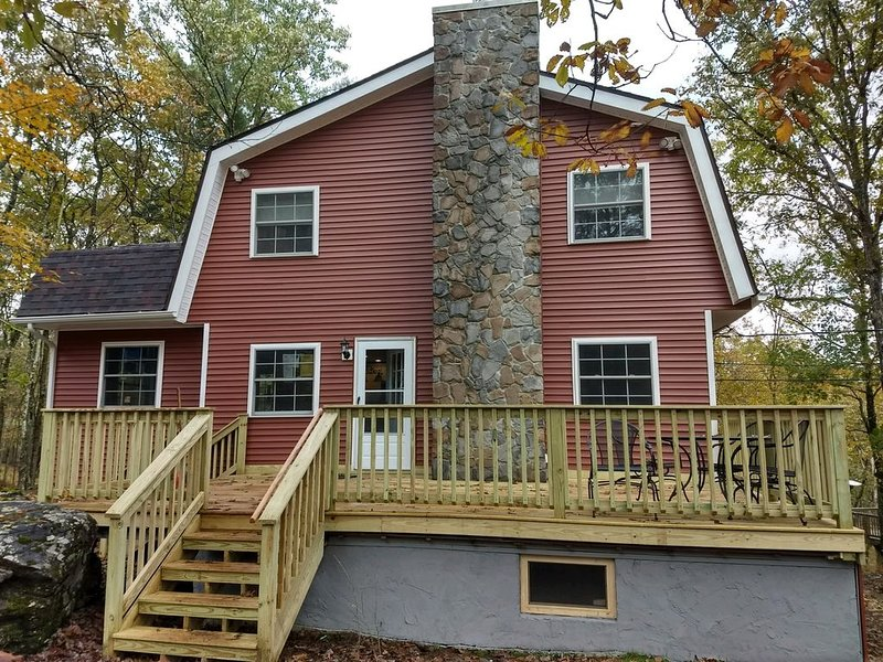 Masthope Pocono Retreat, Gorgeous Mountain Views, Fully Renovated, Cul-de-sac, vacation rental in Damascus