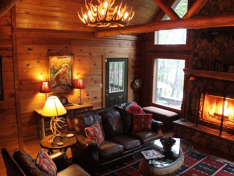 Amazing Log Cabin on the Water!, vacation rental in Jasper