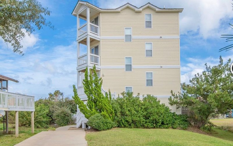 It's all about the location location location!! STAY AT OBXLIFE III !!, holiday rental in Kill Devil Hills
