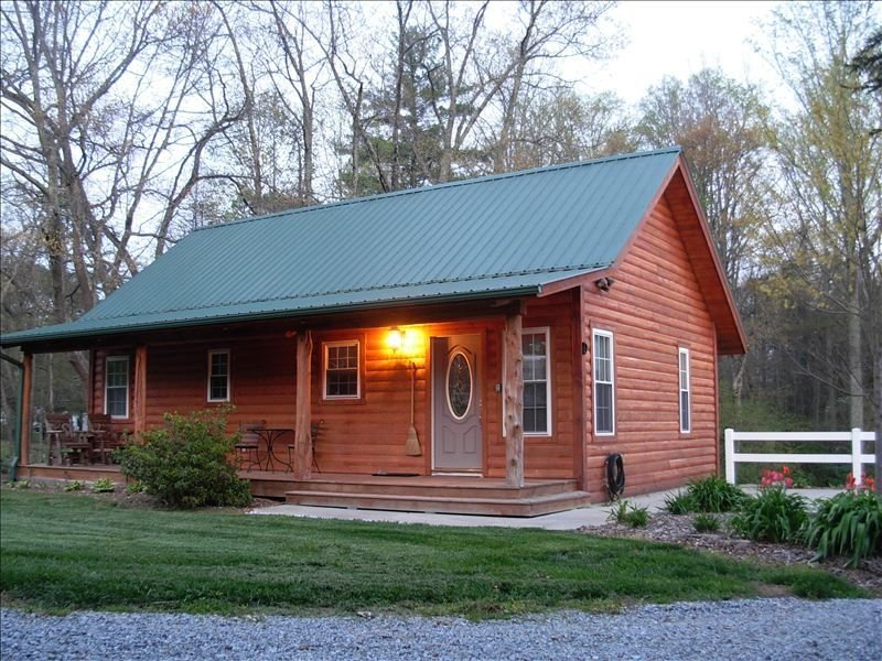 Luxurious, Cozy Cabin Nestled in Rural Mtn. Beauty.  Ez Access, Ferienwohnung in Hendersonville