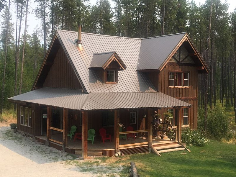 Huckleberry Haven: A Private Retreat in West Glacier, MT - 5 miles to Glacier NP, alquiler de vacaciones en Parque Nacional Glacier