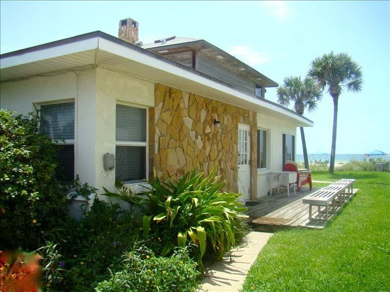 15 Steps to Sandy Beach, Ground Floor, Pool, Sleeps 5, vacation rental in Belleair Beach