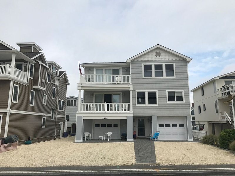 Fantastic Home! Five Star Rating! Steps to Beach. Centrally Located, vacation rental in Ship Bottom