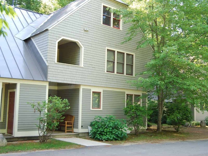Steps from Cranmore Resort Close to Shops and Many Activities, holiday rental in North Conway