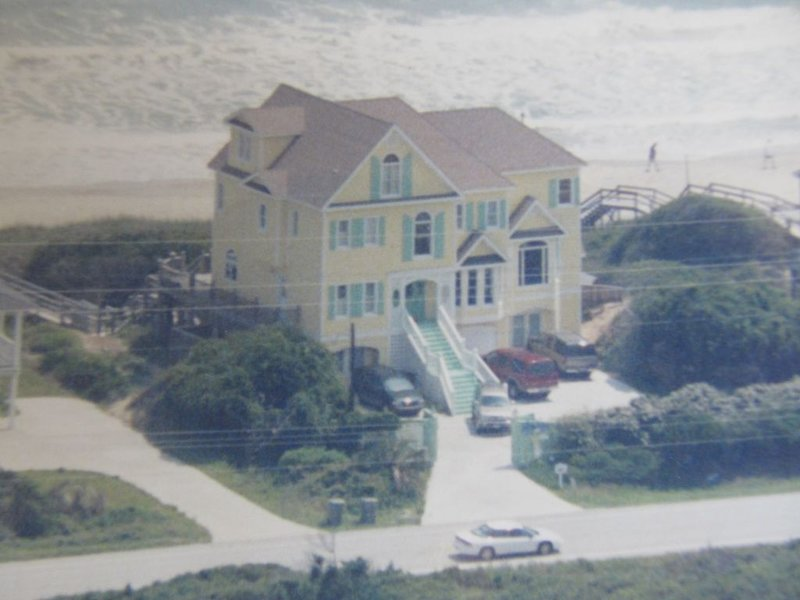 OCEANFRONT VICTORIAN MANSION HUGE 20' X 40' POOL/HOT TUB, PET FRIENDLY, holiday rental in Indian Beach
