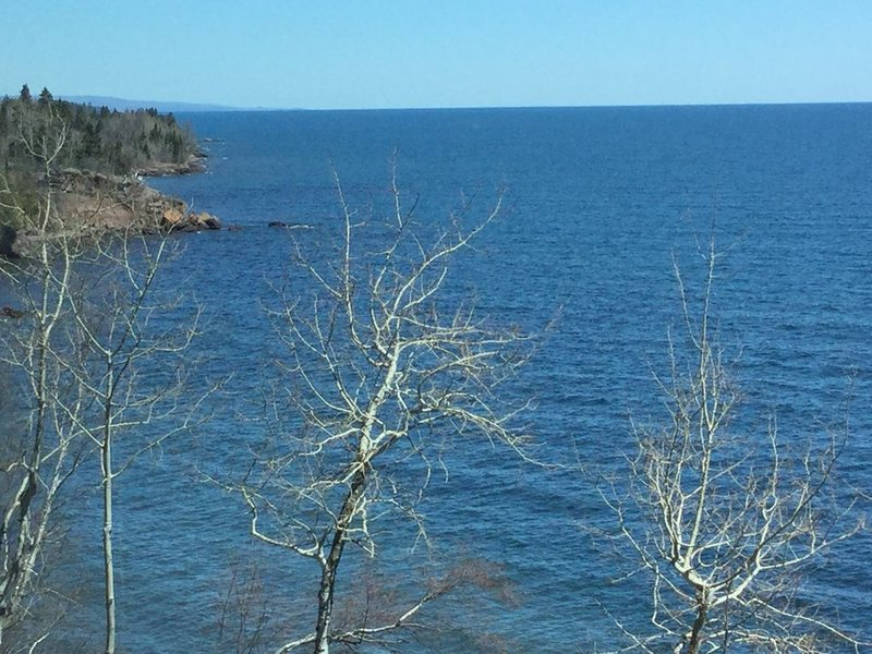 Beautiful Minnesota Townhome on Lake Superior ~ Incredible View, alquiler vacacional en Schroeder