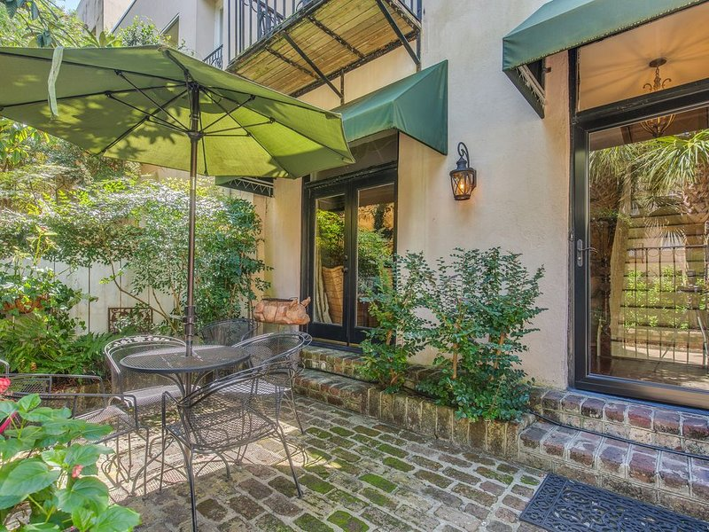 Lodge Alley : in the Heart of Charleston's French Quarter, holiday rental in Charleston